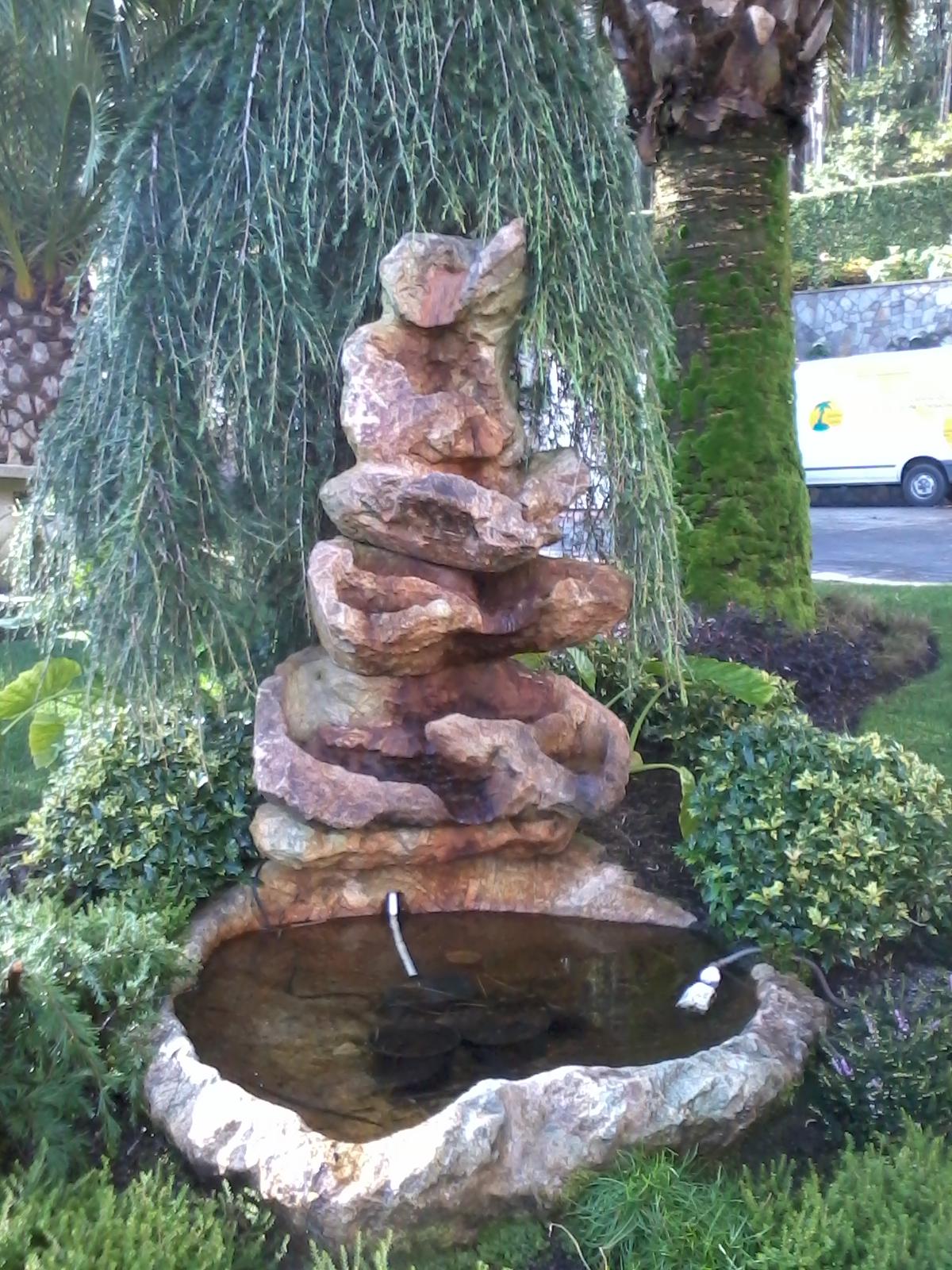 Cascadas y estanques en coru a for Cascadas para jardin piedra